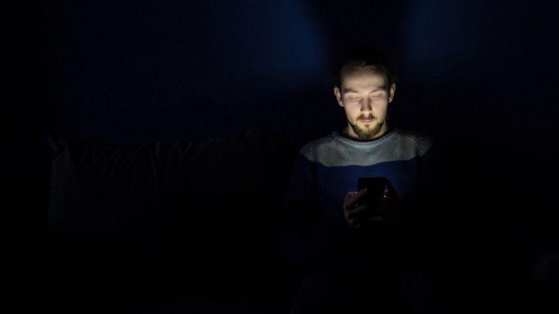 إدمان ألعاب الهواتف يُفقد البصر