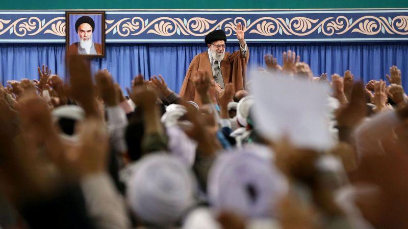 الإمام الخامنئي: الشعب الإيراني أفشل المؤامرة الخطيرة ضدّ الجمهورية الاسلامية