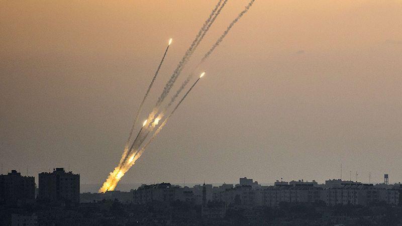 ماذا بعد إطلاق الصواريخ ليلًا من قطاع غزة؟