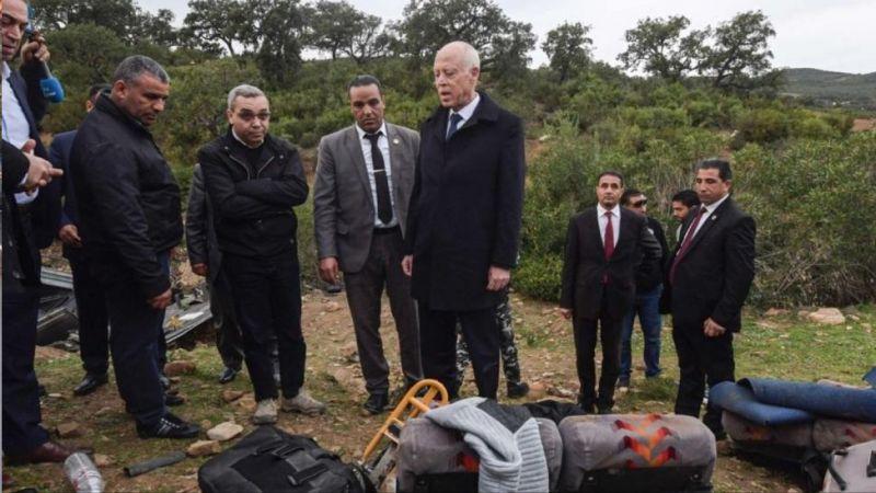 تونس: 24 قتيلاً بإنقلاب حافلة ورئيس الدولة يعاين المكان