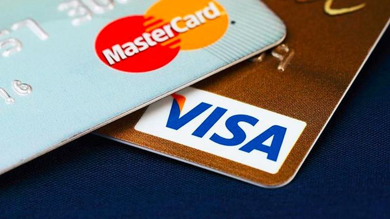 في ظلّ الأزمة المالية الراهنة.. هل لا تزال البطاقات الائتمانيّة صالحة للاستخدام؟