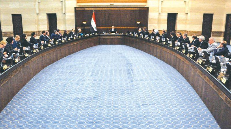 أزمة دولار تطال سوريا.. قرارات حكومية لكبح الغلاء وتأمين المواد الأساسية