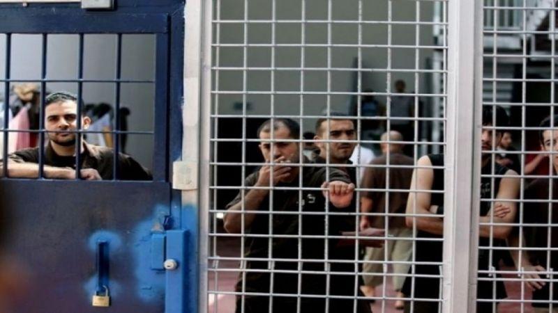 33 أسيرًا فلسطينيًا في معتقل عسقلان يبدأون إضرابًا عن الطعام