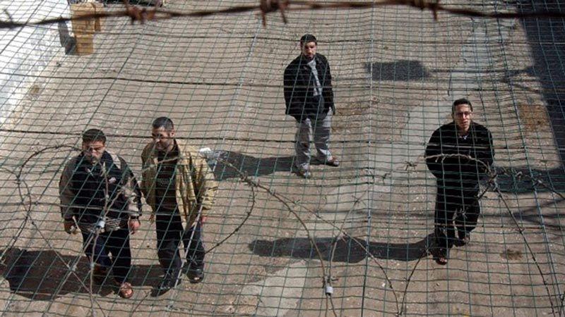 """أسرى سجن """"عسقلان"""" يعلقون إضرابهم عن الطعام"""