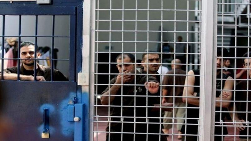 """الاحتلال يعيد اعتقال 70 أسيرًا محررًا من صفقة """"وفاء الأحرار"""""""