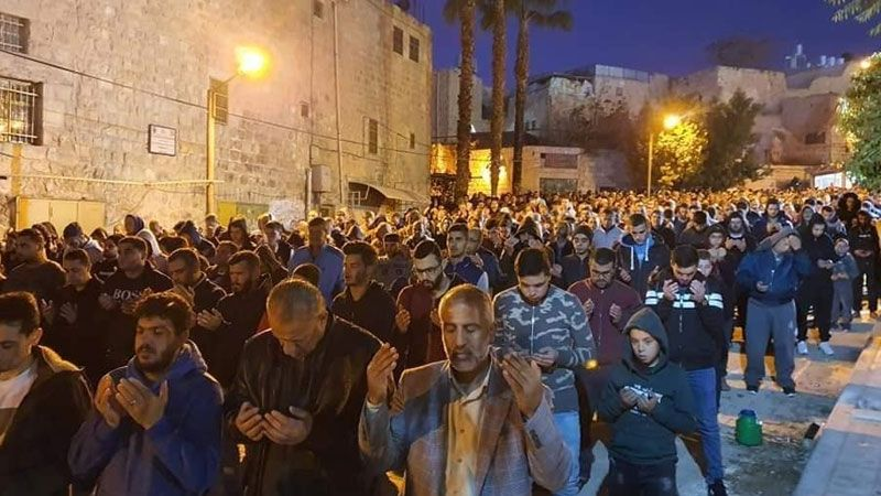 تأكيدًا على إسلاميته.. آلاف الفلسطينيين يؤدون صلاة الفجر في الحرم الابراهيمي