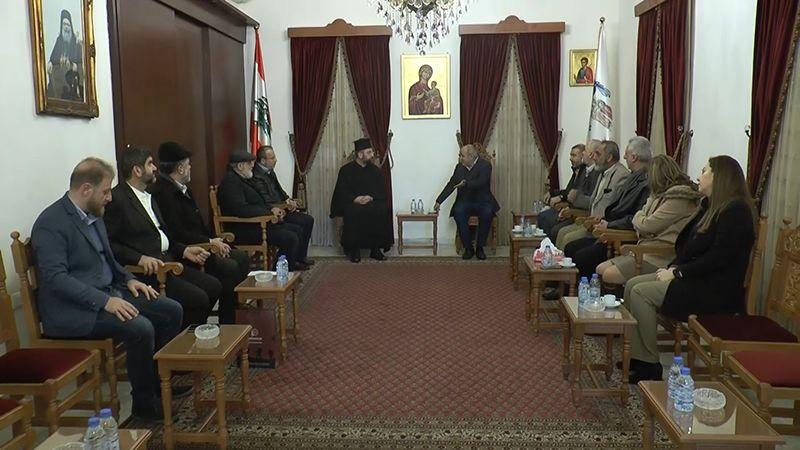 وفد من حزب الله يجول على كنائس صور مهنئًا بالأعياد