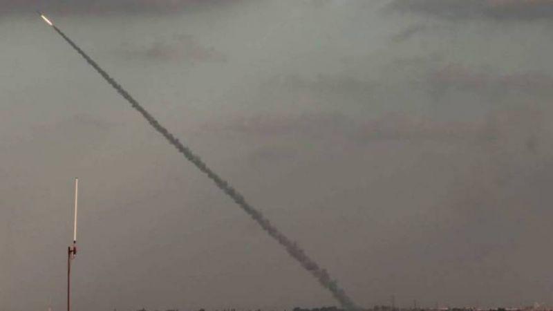 """إعلام العدو: """"القسام"""" أطلقت صباح اليوم صاروخًا تجريبيًا تجاه البحر"""