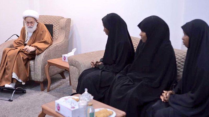 آية الله قاسم مستقبلًا عائلة الشيخ الزكزاكي: سماحته أصبح مدرسة بموقفه الجهادي