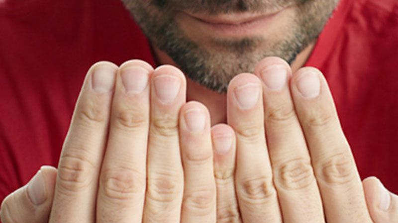 على ماذا يدلّ هلال الأظافر؟