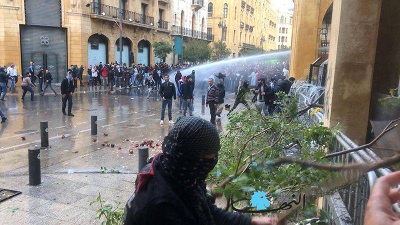 مواجهات بين القوى الأمنية ومحتجين في وسط بيروت