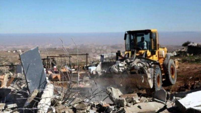 قوات الاحتلال تخطر بهدم 18 منزلًا في مسافر يطا بالخليل