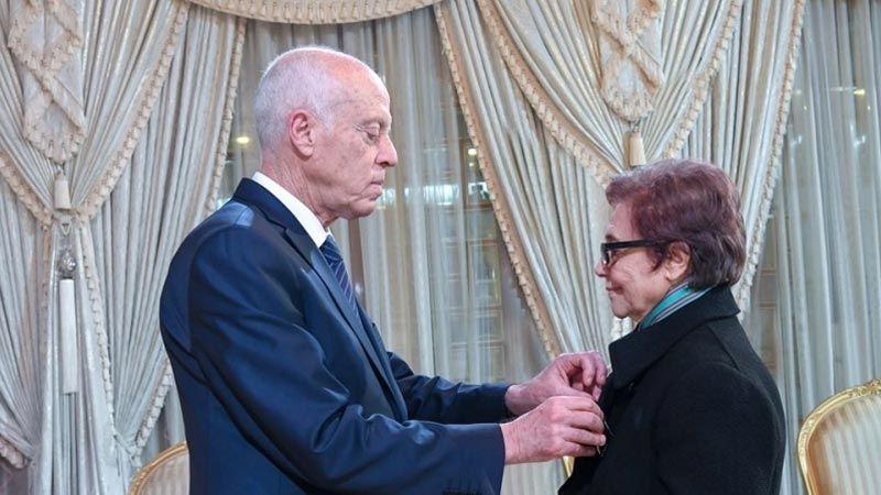 الرئيس التونسي يمنح المناضلة جميلة بوحيرد وسام الجمهورية