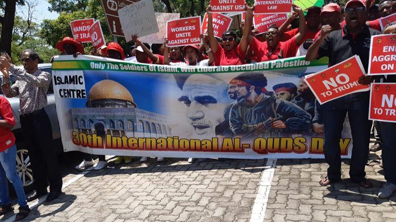 بالصور .. تظاهرات داعمة للمقاومة أمام السفارة الأمريكية في بريتوريا