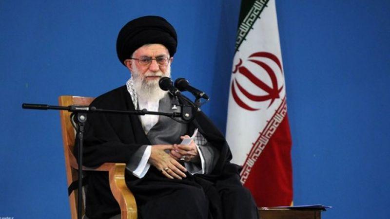 الإمام الخامنئي: الأحداث الأخیرة تشير الى ظاهرة فريدة في العالم المعاصر
