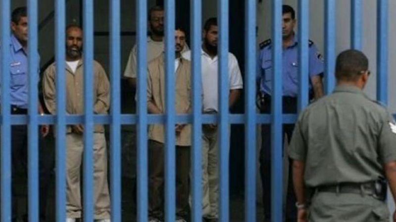 """إصابات بين الأسرى في """"عوفر"""" جراء قمع الاحتلال لهم"""