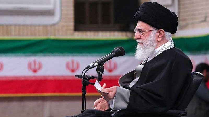 الإمام الخامنئي: حوّلنا التهديدات الى فرص.. ويجب أن نكون أقوياء لنمنع حدوث حرب