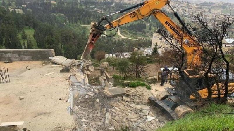 جرافات العدو تهدم منزلا في القدس المحتلة