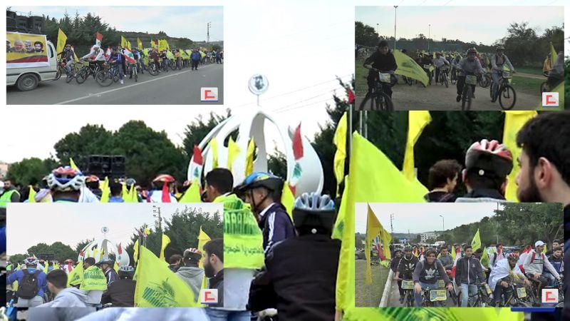 سلسلة طلاب على دراجاتهم النارية في مسير الوفاء للقادة الشهداء