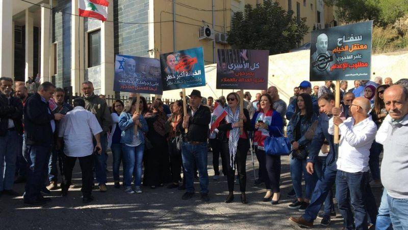 اعتصام للأسرى المحررين أمام المحكمة العسكرية استنكارًا لإسقاط التهم بحق الفاخوري