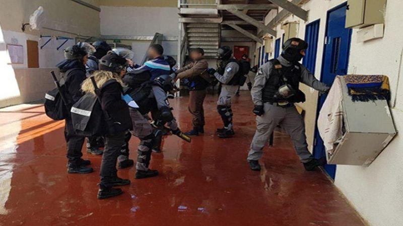 """غليان داخل سجون الاحتلال لحرمان الأسرى من اجراءات الوقاية من """"كورونا"""""""