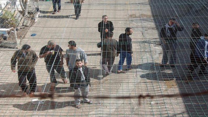 """تشكيك برواية الاحتلال حول خلو السجون من فيروس """"كورونا"""""""