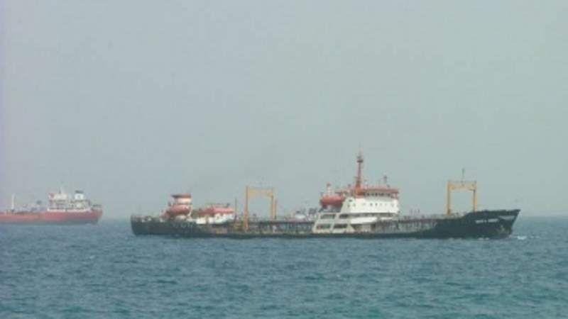 العدوان السعودي يُواصل احتجازأكثر من 10 سفن نفطية نفطية وثلاثًا غذائية