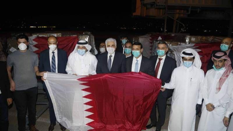 11 طناً من الكمامات والأجهزة الطبية .. هبة قطرية إلى لبنان