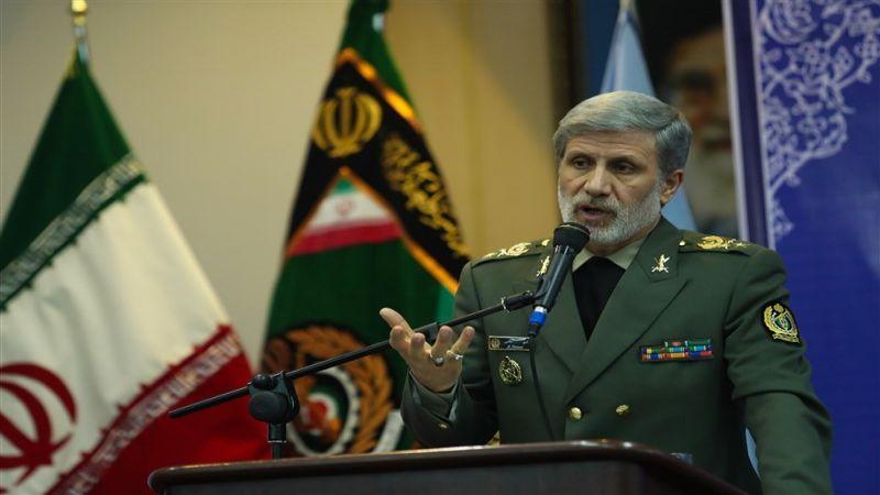 وزارة الدفاع الايرانية تسلّم الجيش 3 أنواع من الطائرات المُسيّرة