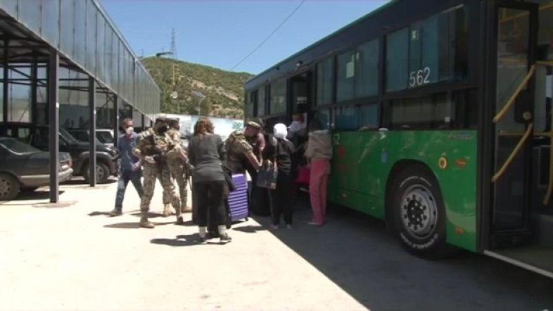 بالفيديو .. عودة لبنانيين من سوريا عبر نقطتي المصنع والعبودية