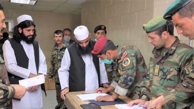 الحكومة الأفغانية ستُفرج عن 900 من معتقلي طالبان