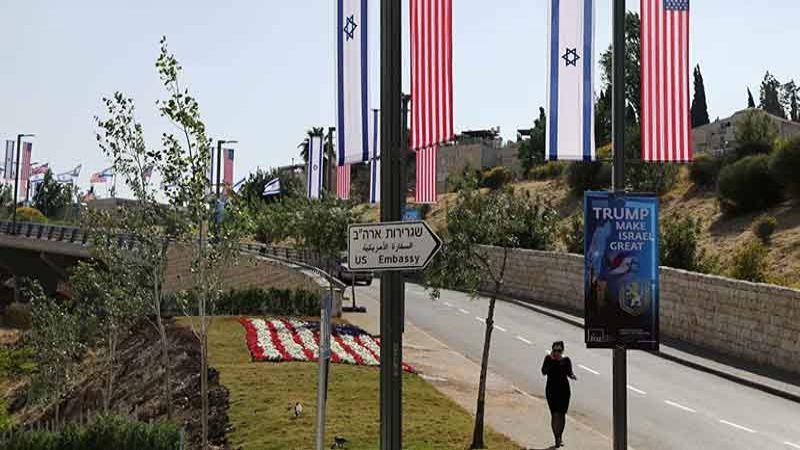 السفارة الأمريكية لدى الكيان تحذر مواطنيها من السفر للضفة وغزة