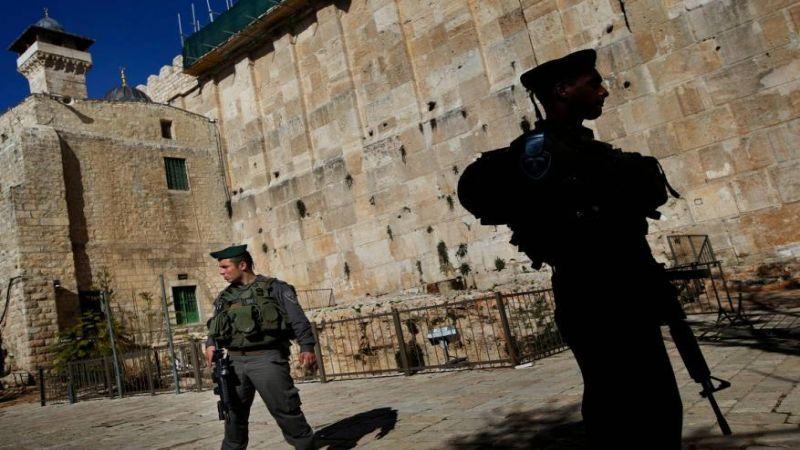 الاحتلال يمنع مؤذن الحرم الابراهيمي من رفع الأذان