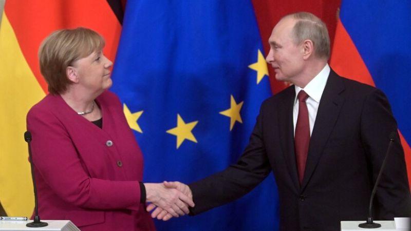 بوتين وميركل يؤكدان ضرورة وقف إطلاق النار في ليبيا وإطلاق المفاوضات