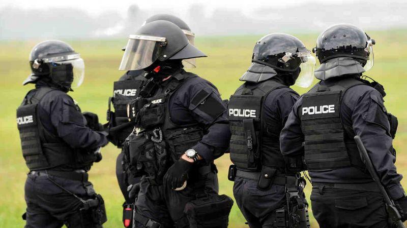 عسكرة الشرطة الأميركية .. تآكل النسيج الاجتماعي وثقة الشعب