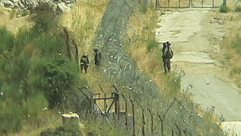 قوة صهيونية معادية ترمي قنبلة على لبناني في شبعا الحدودية