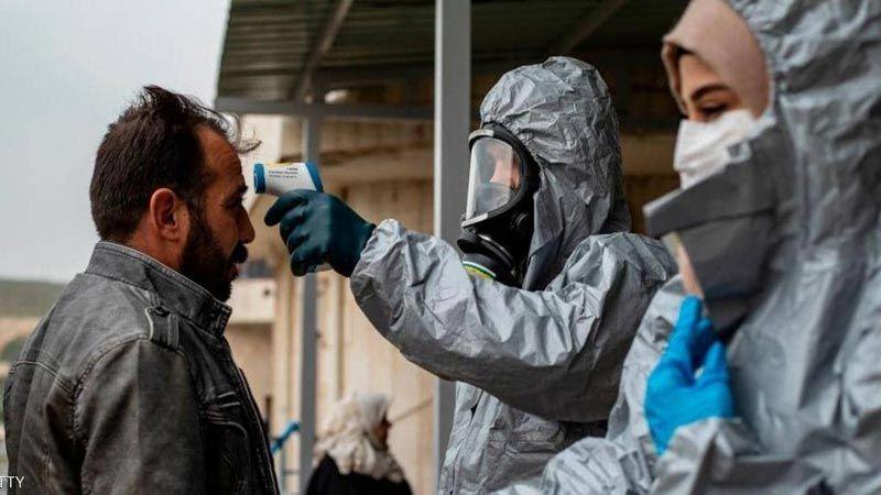 """زيادة الإصابات بـ""""كورونا"""" في سوريا.. """"قيصر"""" سببٌ لتدهور القطاع الصحي"""