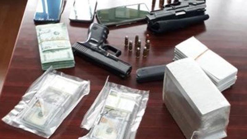 توقيف عصابة محترفة توهم المواطنين بتصريف العملة الأميركية وتسلب أموالهم بقوة السلاح