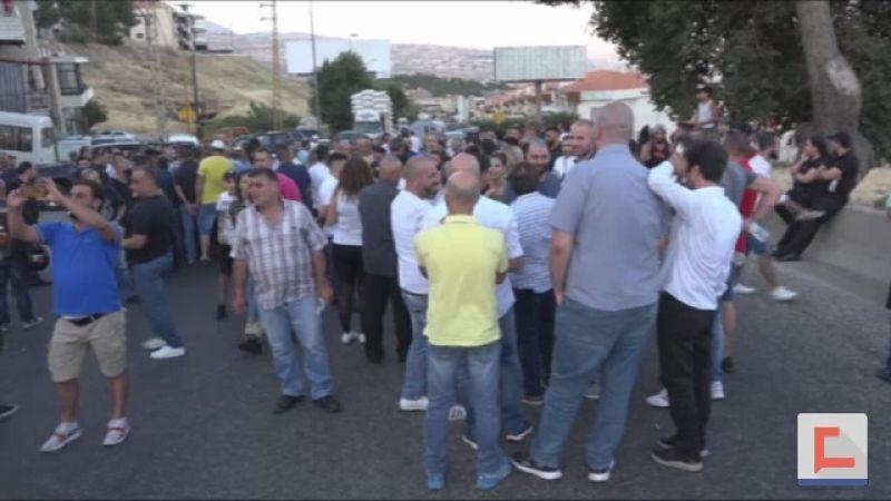 احتجاجات عند ضهر البيدر .. حال الطريق سيء وحوادثه مميتة