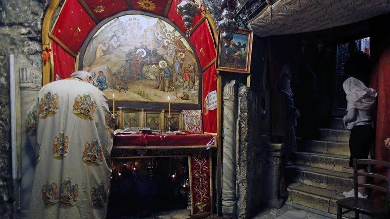 الاحتلال يسرق حجرا اثريا يعود للعهد البيزنطي من بيت لحم