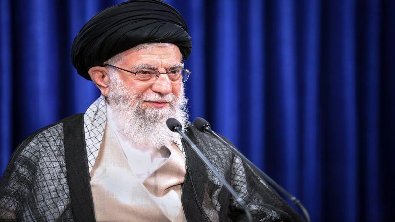 الإمام الخامنئي: أميركا المأزومة لن تجبرنا على الاستسلام