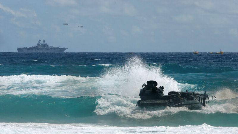 قتيل وإصابتان و8 مفقودين في حادث خلال تدريبات للبحرية الأمريكية