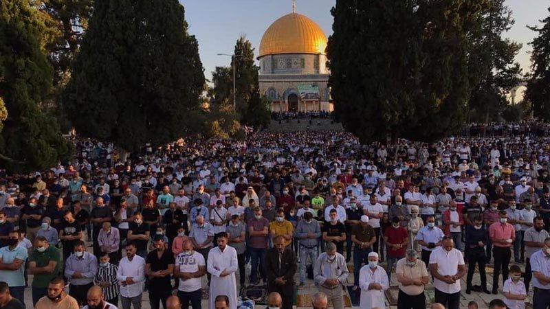 27 ألف مصلٍ فلسطيني يؤدون صلاة العيد في المسجد الأقصى