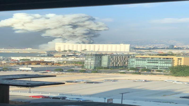 بالفيديو..حريق في العنبر رقم 12 في مرفأ بيروت أدى إلى انفجار ضخم فيه