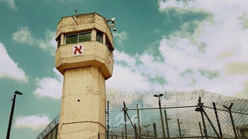 """إصابة أسيريْن فلسطينييْن بـ""""كورونا"""".. هل ينتشر الفيروس بسجن """"عوفر""""؟"""
