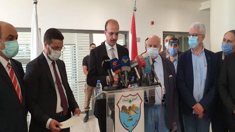 وزير الصحة يُعلن تمديد حال الطوارئ في بيروت شهرًا ويُباشر عزل بعض الأحياء