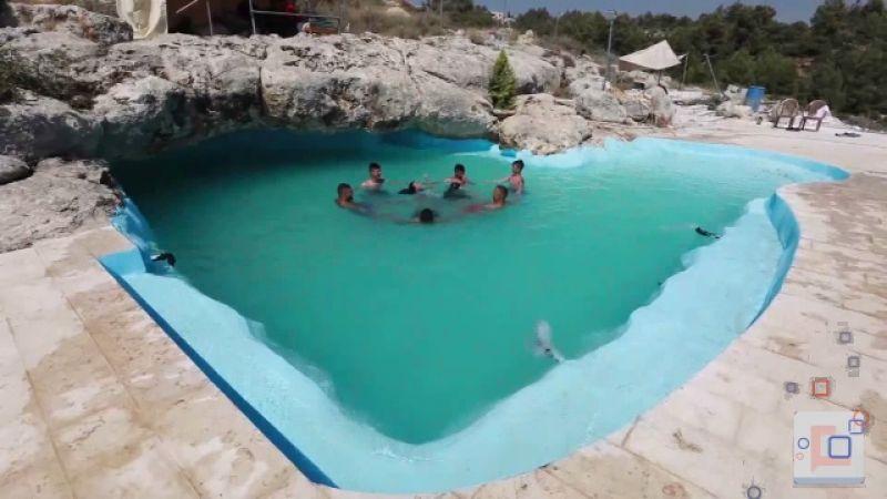 مع استمرار إجراءات فيروس كورونا في الضفة الغربية... تحويل مغارة صغيرة إلى مسبح