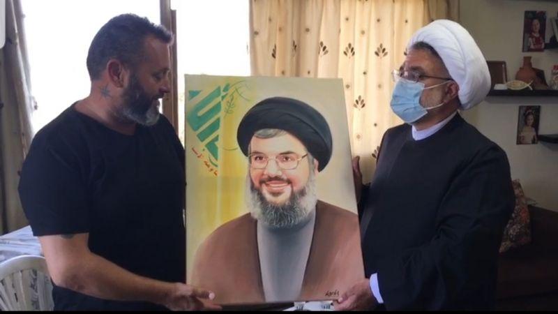 فيديو.. هديّة من والد شهيد الجيش اللبناني أنطوني تقلا للسيد نصر الله