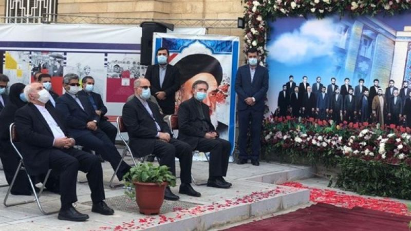 ظريف: لا أحد يستطيع إركاع الشعب الإيراني