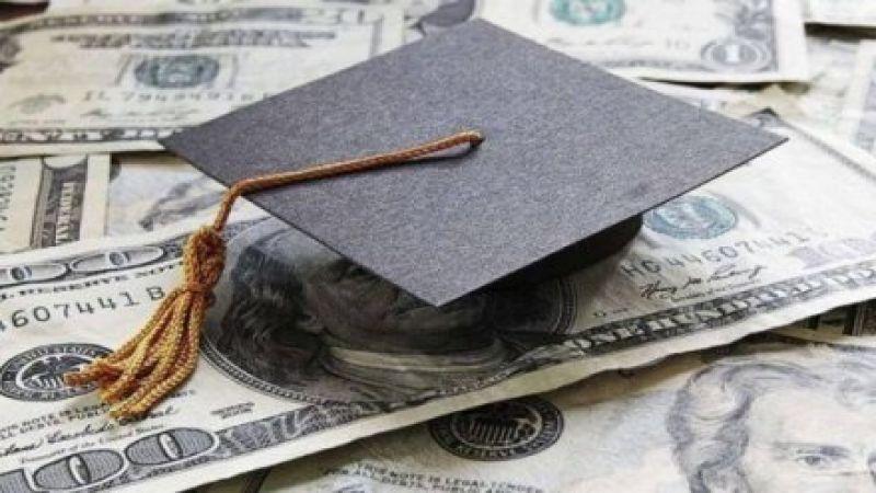 """طلاب لبنان في سوريا وإيران محرومون من """"الدولار الطالبي"""""""